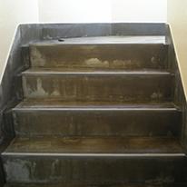 階段のひび割れ
